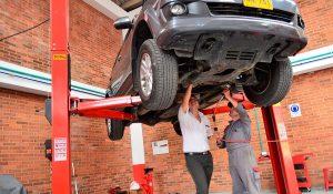 Hábitos comunes que perjudican tu coche